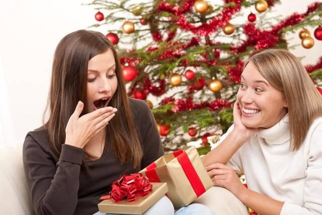 Что подарить сестре на Новый 2021 год: идеи подарков1